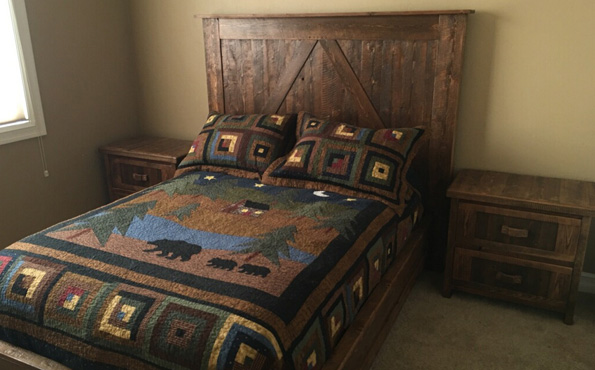 CircleSawn Queen Bed with Nightstands